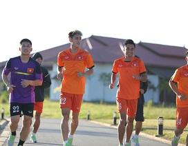 Tuyển thủ Việt Nam chạy bộ thư giãn ở khách sạn 5 sao