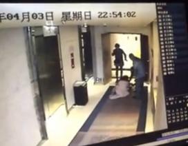 Cư dân mạng Trung Quốc phẫn nộ vụ cô gái bị đánh nhưng không ai cứu