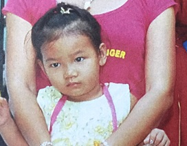 Truy tìm bé gái 3 tuổi mất tích bí ẩn khi đi chơi cùng mẹ