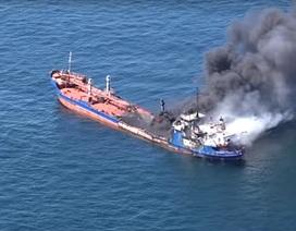 Video tàu chở dầu Nga bốc cháy ngùn ngụt trên biển, 1 người chết