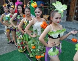 Gái trẻ sexy với thời trang củ quả xôn xao trên phố