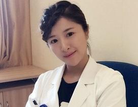 Nữ bác sỹ TQ có gương mặt đẹp như hot girl