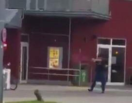 Quay được cảnh kẻ tấn công nã súng điên cuồng ở Munich, Đức