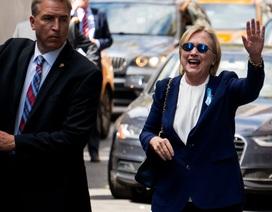 Tỷ phú Trump: Cận vệ của bà Clinton nên tháo bỏ hết vũ khí