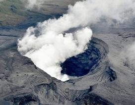 Núi lửa Nhật Bản phun trào dữ dội, khói bụi bốc cao 11.000m