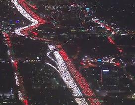 Tắc đường dài hàng km kinh hoàng trên cao tốc Mỹ
