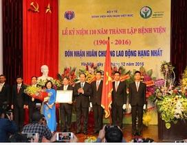 Bệnh viện Việt Đức được trao Huân chương Lao động hạng Nhất