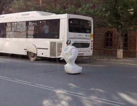 Robot Nga trốn khỏi phòng thí nghiệm gây ùn tắc giao thông