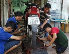 Tiệm sửa xe kỳ lạ giữa Sài Gòn