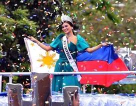 Đương kim hoa hậu hoàn vũ tươi rói trong lễ diễu hành mừng chiến thắng