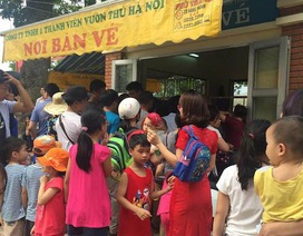 Hơn 10.000 vé xe, nước miễn phí phục vụ vạn người dồn về vườn thú Thủ Lệ