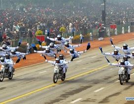 Ngả mũ trước màn trình diễn mô-tô của cảnh sát Ấn Độ