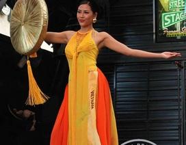 Người đẹp Hoa hậu hòa bình thế giới 2016 rực rỡ sắc màu quốc phục