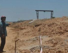 """Dân tố cáo """"nhà thầu Trung Quốc múc đất bẩn đổ đường cao tốc"""" bị dọa giết?"""