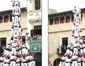 """Video: Tháp người cao 15m đổ """"như chuối"""" vì sai thao tác"""