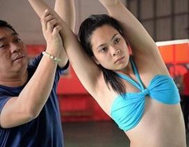 """Khám phá """"lò luyện hoa hậu"""" khốc liệt của Philippines"""