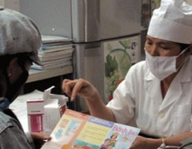 Chất lượng khám chữa bệnh ở cơ sở: Bác sĩ hỏi ít, thực hành... lười