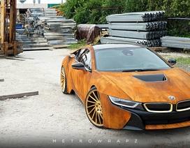 Một chiếc BMW i8 độ màu lạ