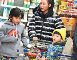 Trương Bá Chi: Bà mẹ bỉm sữa chính hiệu!
