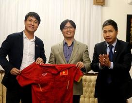 Thầy trò Hữu Thắng tới thăm Đại sứ quán Việt Nam tại Iran