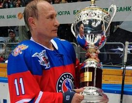 Tổng thống Putin trổ tài chơi khúc côn cầu trên băng