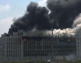 Trung Quốc: Nhà máy dệt bốc cháy ngùn ngụt, 1 người chết