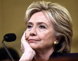 Người ủng hộ bà Clinton lo lắng khi khoảng cách với ông Trump bị thu hẹp