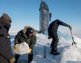 Tàu ngầm hạt nhân Mỹ đội tung băng Bắc Cực ngoi lên