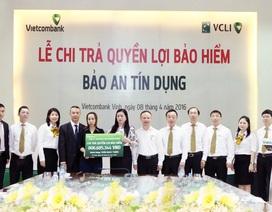 Vietcombank Vinh  và VCLI chi trả hơn 800 triệu đồng quyền lợi bảo hiểm Bảo an Tín dụng cho khách hàng