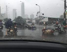 Đau đớn với chuyện vô cảm giữa trời mưa bão ở Thủ đô