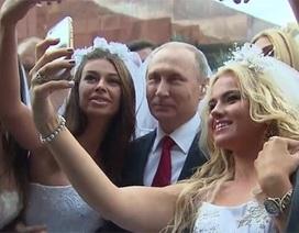 """Putin bị hàng loạt cô dâu """"bao vây"""""""