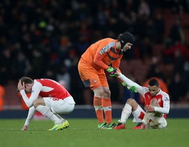90 phút ác mộng của Arsenal tại sân nhà Emirates