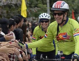 Đại sứ Mỹ đạp xe 840km từ Hà Nội đi Huế bất chấp mưa rét