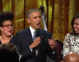 Tổng thống Obama nhảy và hát trên sân khấu