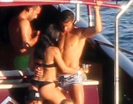 C.Ronaldo quấn quýt mỹ nhân gợi cảm trên du thuyền hạng sang