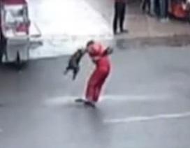 Chó dữ tấn công 20 người trên phố tại Trung Quốc