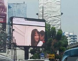 Người giao thông Indonesia sốc vì phim sex trên màn hình công cộng