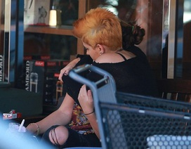 Hậu chia tay bạn trai, con gái Michael Jackson xuống tóc, hút thuốc lá