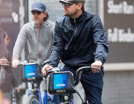 Hậu hò hẹn với gái lạ, Leonardo DiCaprio thư thái đạp xe một mình