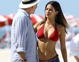 61 tuổi, Bruce Willis vẫn rất phong độ bên người mẫu trẻ đẹp