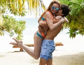 """""""Gái hư"""" Lindsay Lohan đẹp đôi bên bạn trai triệu phú trẻ"""