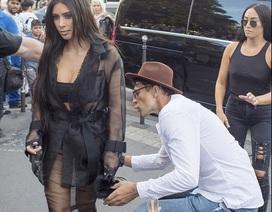Kim Kardashian phát hoảng khi bị fan cuồng đòi sàm sỡ