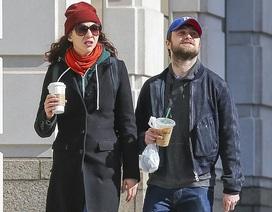 """""""Harry Porter"""" Daniel Radcliffe dạo phố cùng bạn gái"""