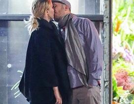 """Jennifer Lawrence """"khóa môi"""" say đắm bạn trai mới trên phố"""