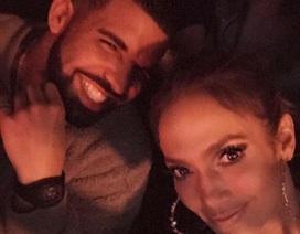 """Rộ tin Jennifer Lopez hò hẹn với """"đàn em"""" Drake"""