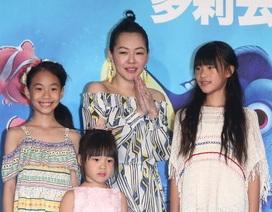 Từ Hy Đệ dẫn ba con gái đi dự sự kiện