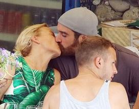 Mỹ nhân U50 Kylie Minogue khóa môi hạnh phúc bạn trai kém 20 tuổi