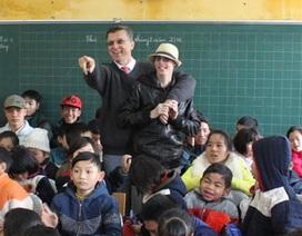 Đại sứ Úc tặng quà Tết cho học sinh khuyết tật