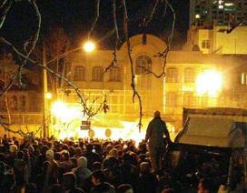 Người biểu tình Iran đốt phá sứ quán Ả rập Xê út trong đêm