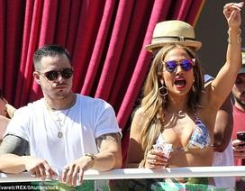 Mỹ nhân U50 Jennifer Lopez hừng hực bên bồ trẻ